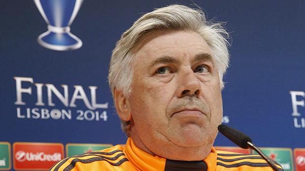 O técnico Carlo Ancelotti concede entrevista, na Espanha
