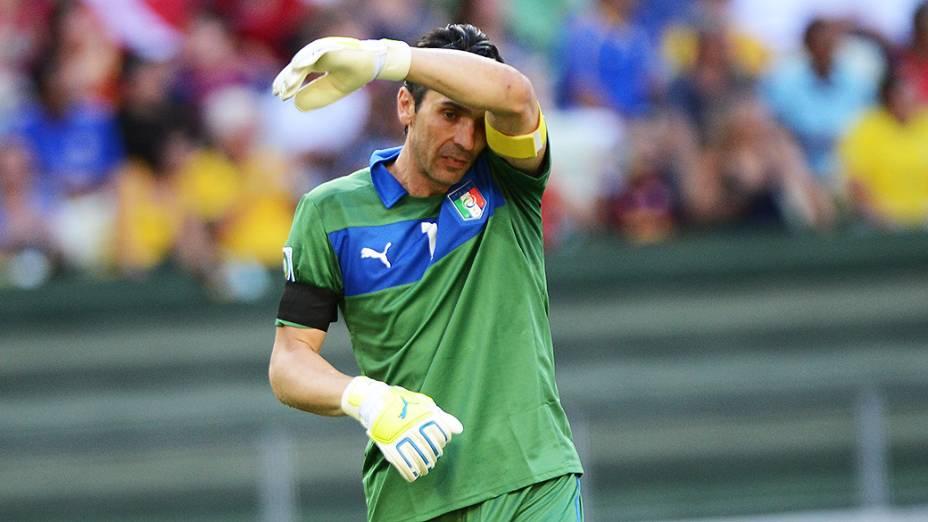 Goleiro da Itália durante jogo contra Espanha pela Copa das Confederações no Brasil