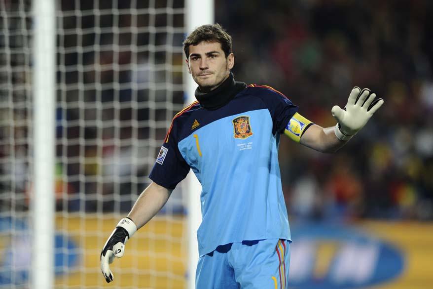 O goleiro espanhol Iker Casillas, durante jogo contra o Paraguai no estádio Ellis Park, em Johannesburgo. A Espanha ganhou a partida por 1 a 0