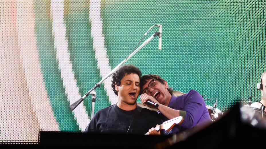 Os cantores Frejat e Paulo Miklos, durante show em homenagem ao cantor Cazuza, no Rock in Rio 2013
