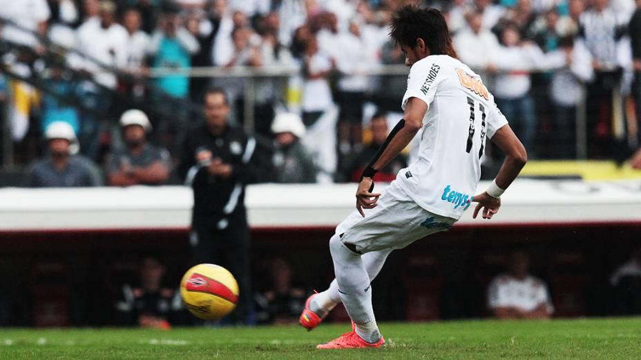 Neymar mais uma vez deixou sua marca ao converter, com categoria, o pênalti assinalado por Paulo César de Oliveira