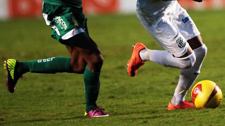 No detalhe, lance da partida contra o Guarani, no estádio do Morumbi, em São Paulo