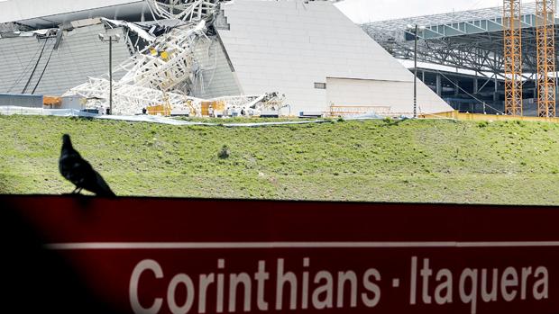 Estádio visto da estação de metrô Corinthians-Itaquera
