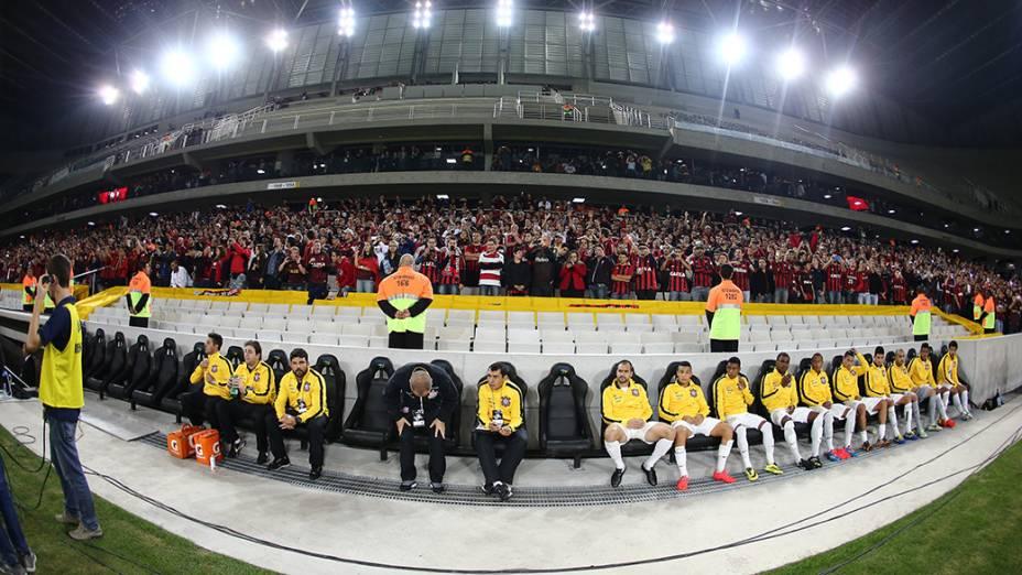 Banco de reservas do Corinthians durante o amistoso contra o Atlético Paranaense, no jogo teste na Arena da Baixada