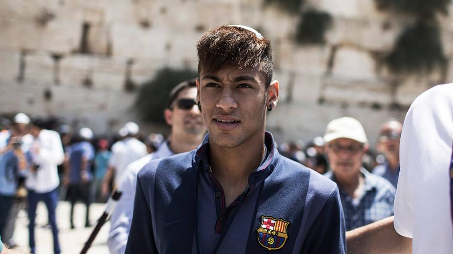 Neymar e seus companheiros de Barcelona estão no Oriente Médio para uma turnê de dois dias, com oficinas esportivas para crianças palestinas e israelenses