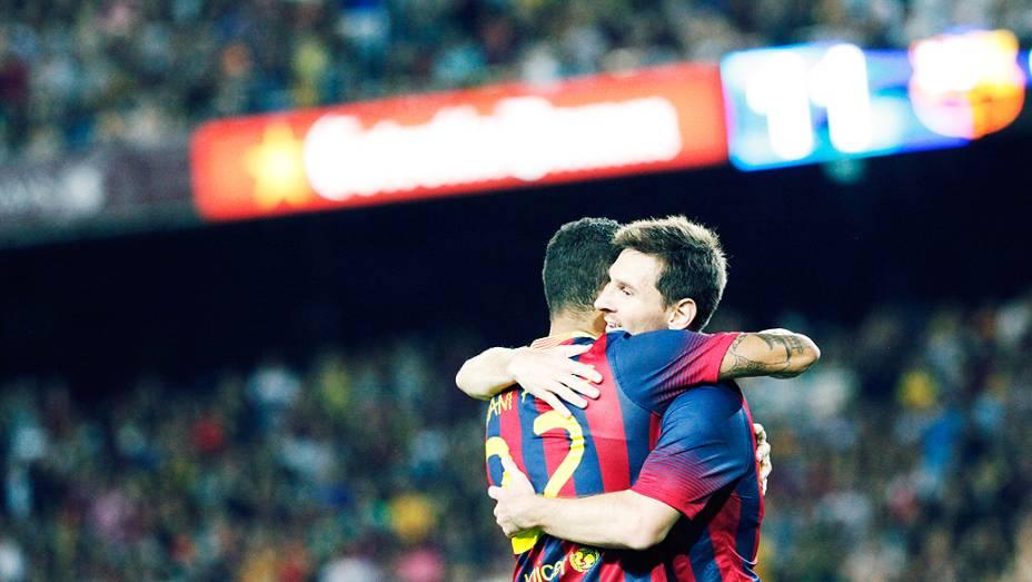 ...Messi comemorava com Dani Alves o seu gol, o primeiro dos quatro que o Barça fez antes dos 30 minutos de jogo