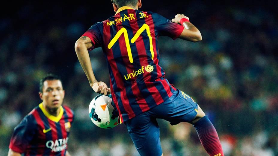 Primeiro, Neymar deu um belo passe para Fábregas marcar o sexto