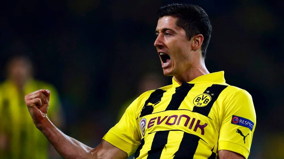 Lewandowski comemora gol durante partida do Borussia Dortmund contra o Real Madrid