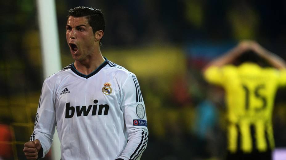 Cristiano Ronaldo comemora gol durante partida do Real madrid contra o Borussia Dortmund  pela Liga dos Campeões, no estádio Signal Iduna Park, em Dortmund