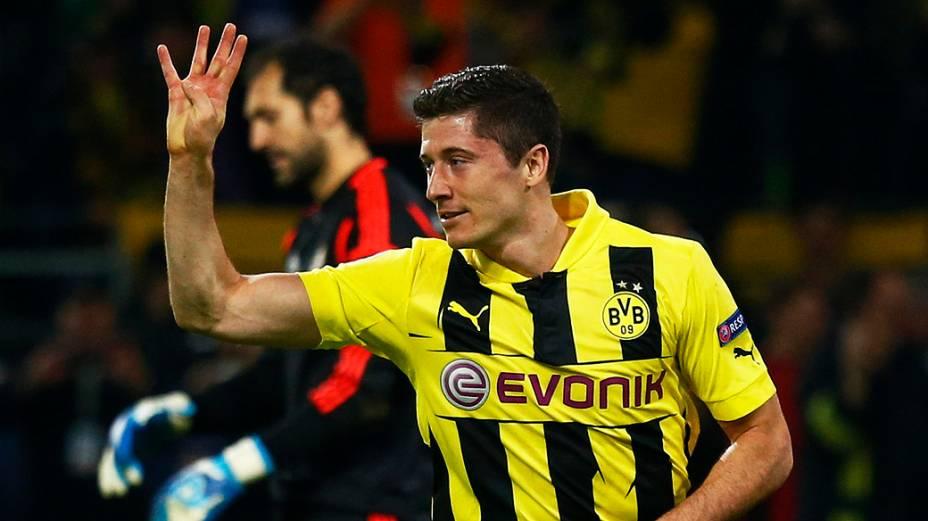 Lewandowski comemora quarto gol durante partida do Borussia Dortmund contra o Real Madrid