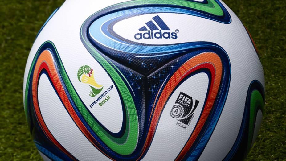 A Adidas apresentou no Rio de Janeiro a bola oficial da Copa