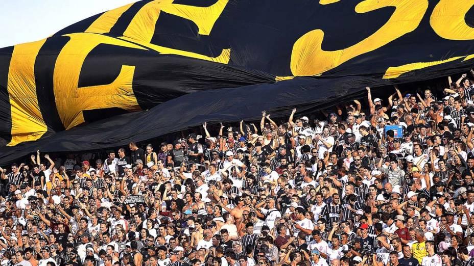 Torcedores cantam em primeira partida da final do Campeonato Paulista no Pacaembu, São Paulo