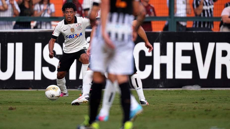 Romarinho durante primeira partida da final do Campeonato Paulista de Corinthians e Santos, no Pacaembu, São Paulo