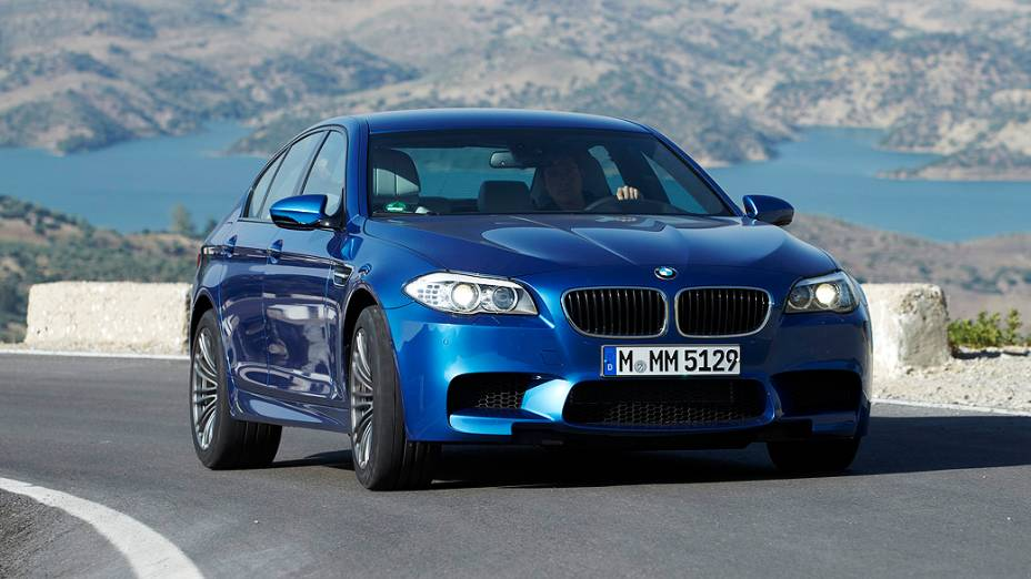 BMW M5: sedã esportivo com motor V8, 4.4 litros e quase 570 cv