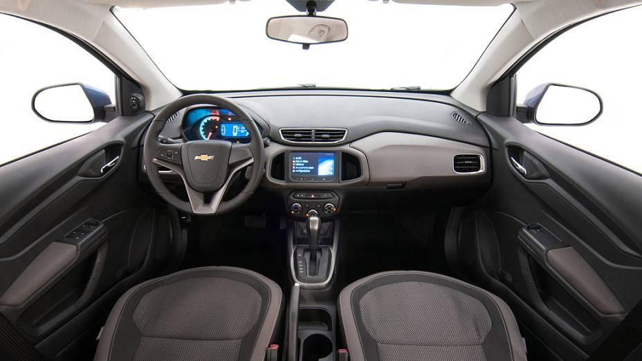 O interior do Prisma 2014 autromático