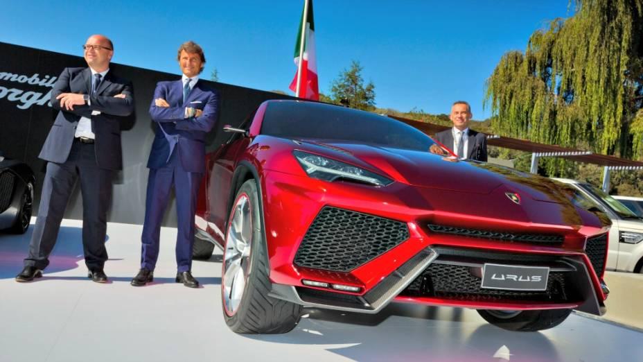 <br><br>  Filippo Perini, designer do Aventador, Stephan Winkelmann, CEO da Lamborghini, e Maurizio Reggiani, chefe do Departamento de Engenharia da marca, durante o anúncio das comemorações dos 50 anos da Lamborghini, em dezembro de 2012