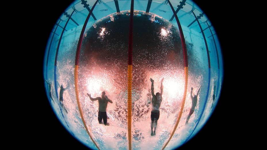 Cielo durante prova de 50m livre final masculina nos Campeonatos Mundiais de Natação no Sant Jordi Arena em Barcelona