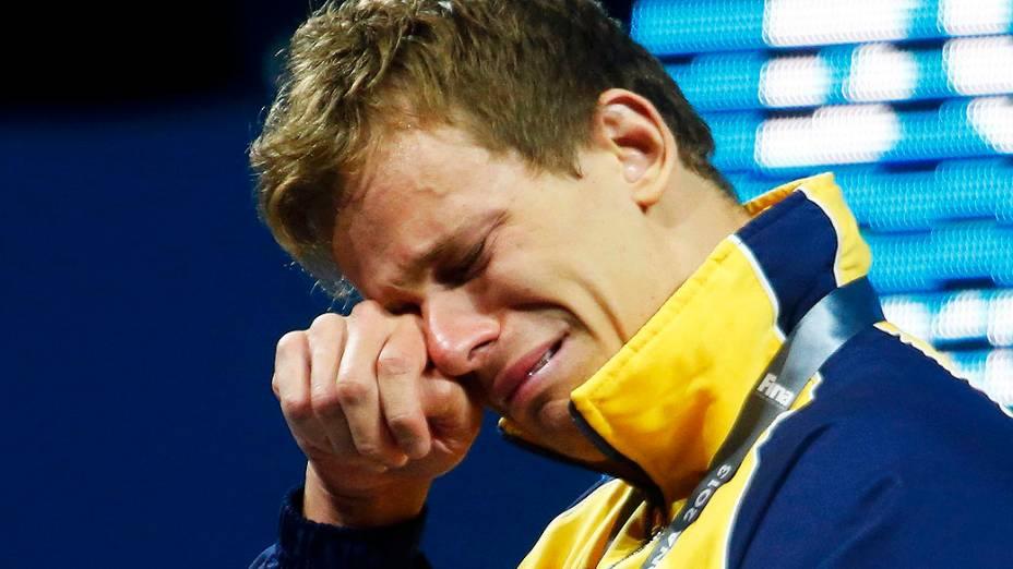 Cielo chorando após vencer 50m livre final masculina durante os Campeonatos Mundiais de Natação no Sant Jordi Arena em Barcelona
