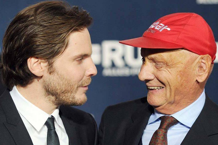 O ex-piloto Niki Lauda, ao lado do ator Daniel Brühl: 'Impressionado'