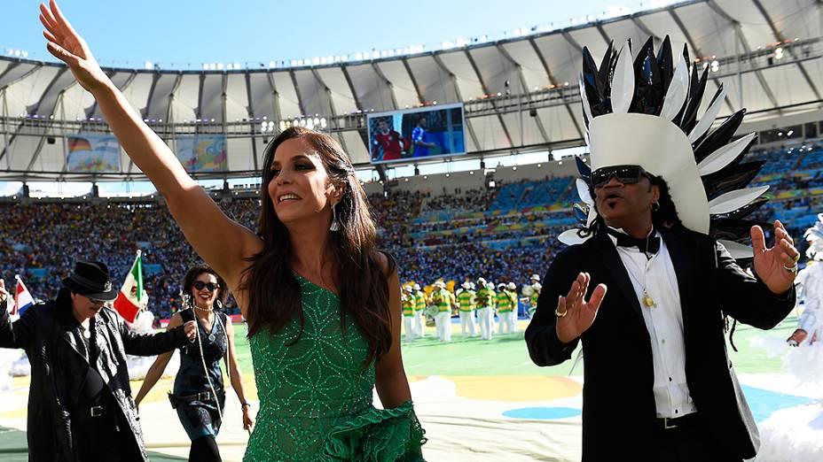 Ivete Sangalo e Carlinhos Brown durante a cerimônia de encerramento da Copa do Mundo no Maracanã, no Rio