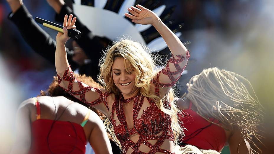 Shakira durante a cerimônia de encerramento da Copa do Mundo no Maracanã, no Rio