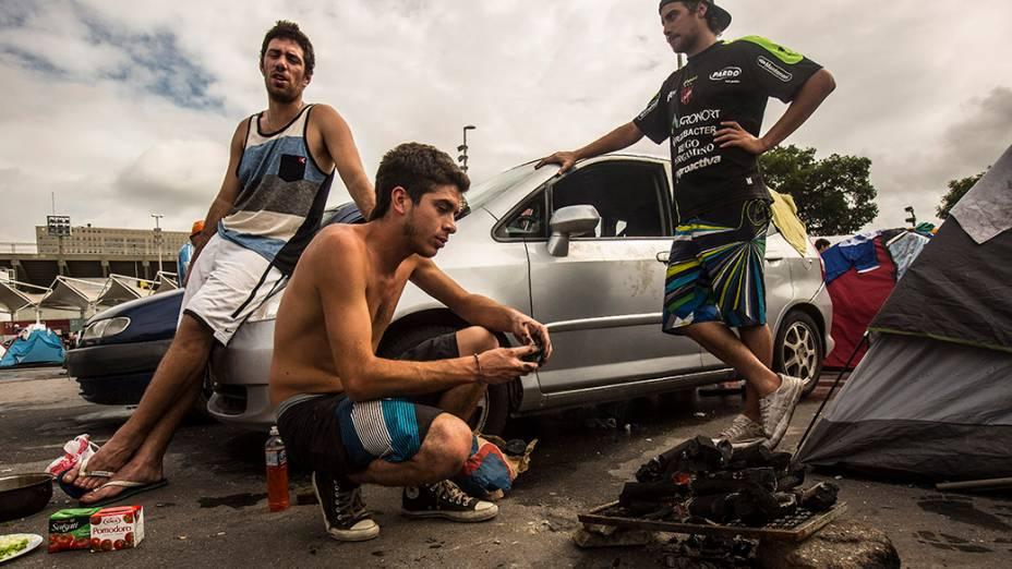 Argentinos acampados no Terreirão do Samba, no Rio de Janeiro