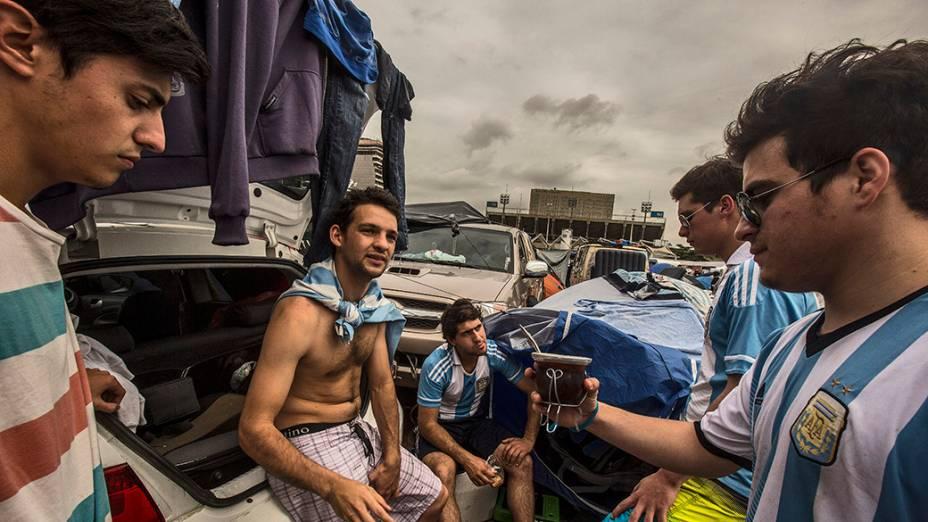 Torcedores da Argentina acampados no Terreirão do Samba