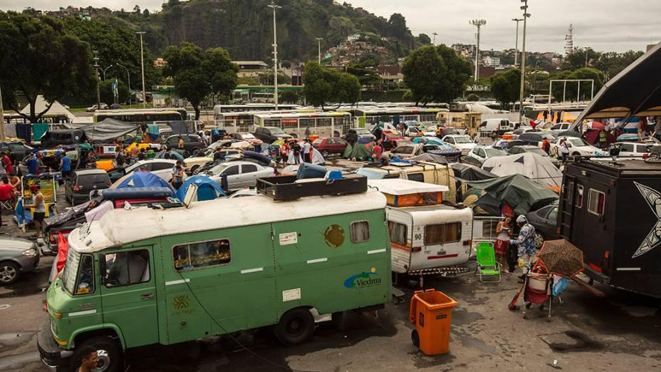 Acampamento de Argentinos no Terreirão do Samba, no Rio de Janeiro