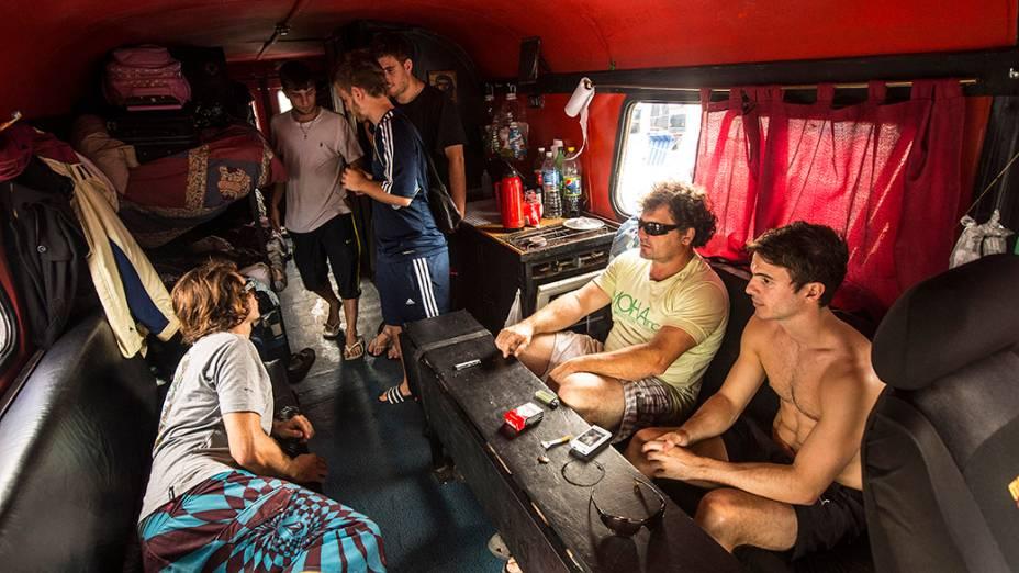 Argentinos dentro de trailher no Terreirão do Samba, em
