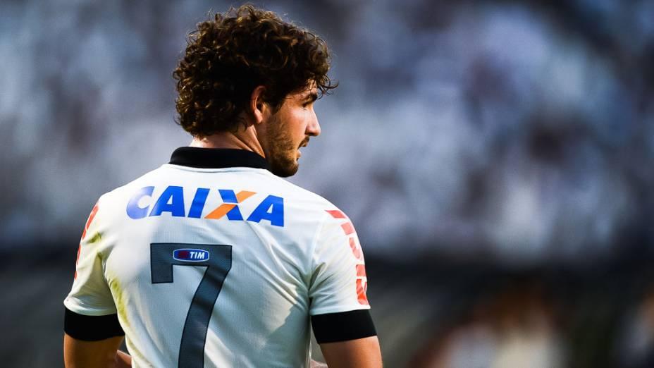 Alexandre Pato durante partida do Atlético Mineiro e Corinthians, válida pelo Campeonato Brasileiro 2013, no Pacaembu