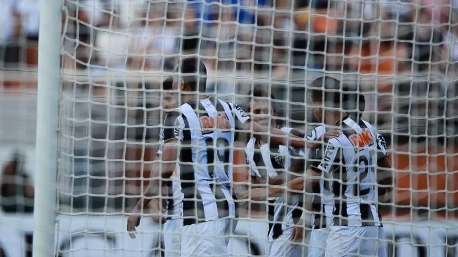 Time misto do Atlético Mineiro vence o Corinthians em partida válida pelo Campeonato Brasileiro, no Pacaembu