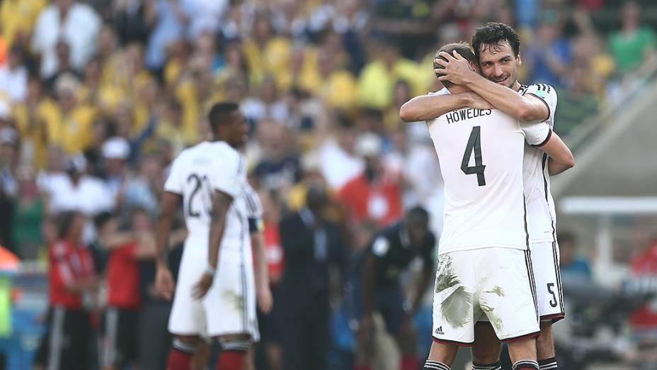 Jogadores da Alemanha comemoram classificação para as semifinais da Copa após vencerem a França