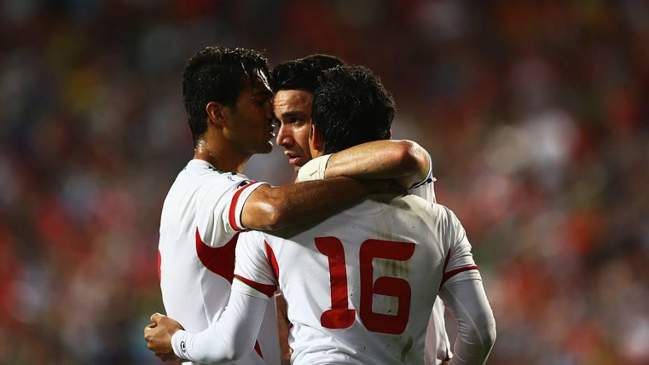 Reza Ghoochannejad comemora gol na vitória do Irã sobre a Coreia do Sul por 1 a 0