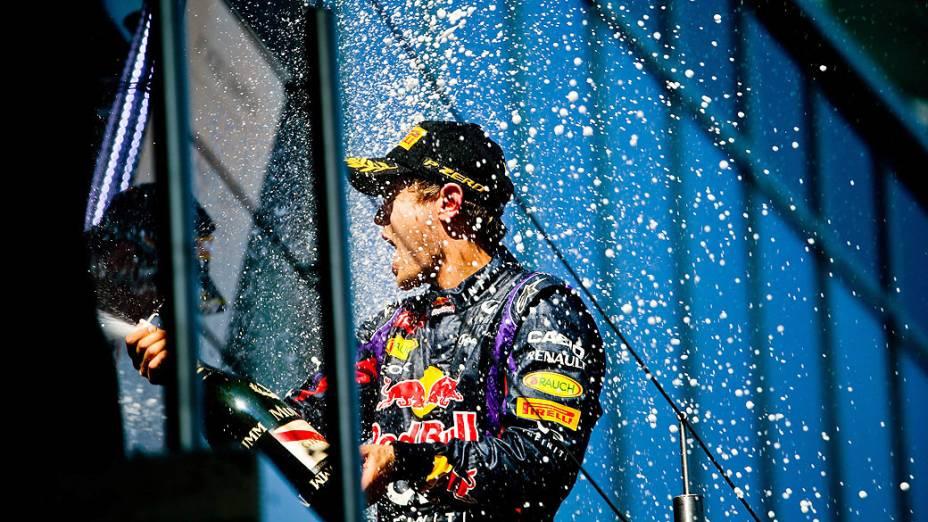 Sebastian Vettel da Red Bull comemora a vitória em casa, pela primeira vez, no GP da Alemanha, em Nürburgring
