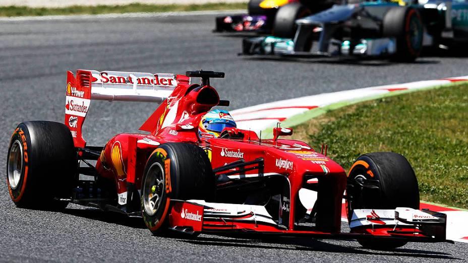Piloto da Ferrari, Fernando Alonso lidera o GP da Espanha, no circuito da Catalunha, em Montmeló