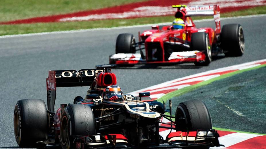 Piloto finlandês Kimi Raikkonen, da Lotus e o piloto brasileiro Felipe Massa, da Ferrari,no GP da Espanha, no Circuito da Catalunha, em Montmeló