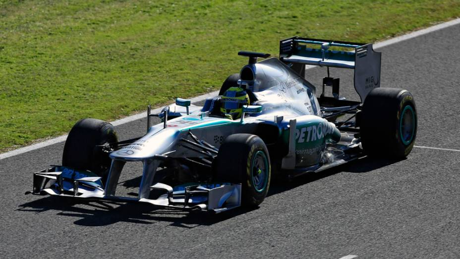 Nico Rosberg dirige o novo Mercedes F1 W04 em Jerez, Espanha
