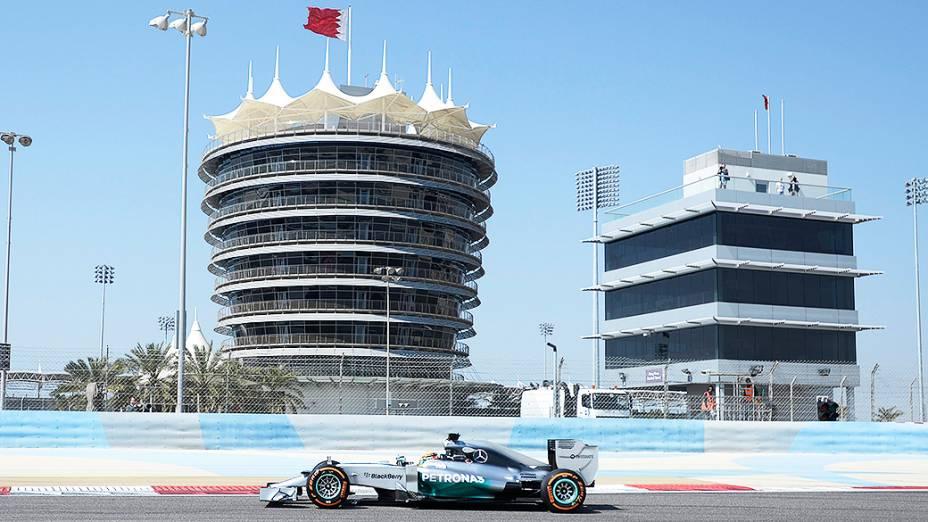 Lewis Hamilton, da Mercedes, durante testes para a temporada 2014 da Fómula 1 no Barein