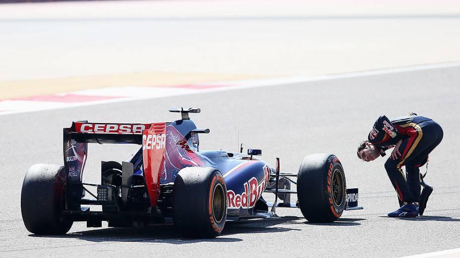 Jean-Eric Vergne, teve problemas com a sua Toro Rosso durante testes para a temporada 2014 da Fómula 1 no Barein
