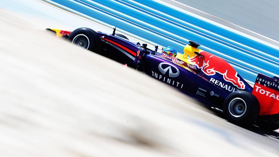 Sebastian Vettel, da Red Bull, durante testes para a temporada 2014 da Fómula 1 no Barein