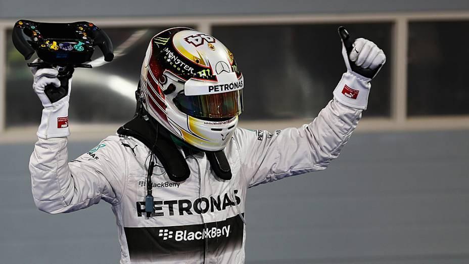 Lewis Hamilton, da Mercedes comemora a vitória no Grande Prêmio do Bahrein de Fómula 1, a terceira etapa da temporada 2014