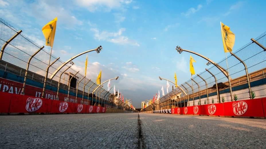 Pista pronta para o Fórmula Indy 300 em São Paulo