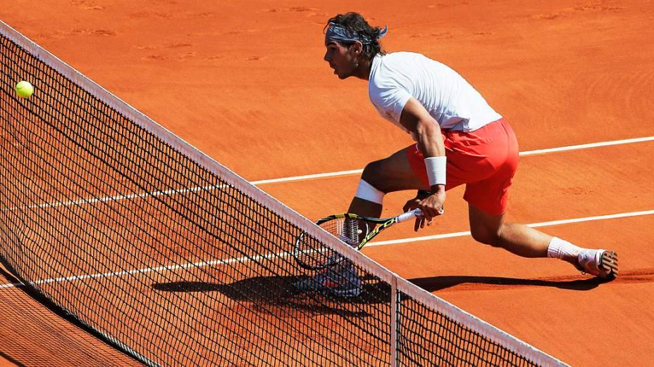Rafael Nadal durante partida contra Novak Djokovic válida pela semi-final de Roland Garros