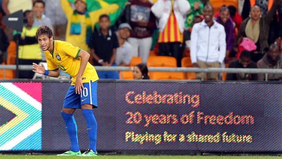 Neymar comemora seu primeiro gol no amistoso contra a África do Sul, em Johannesburgo