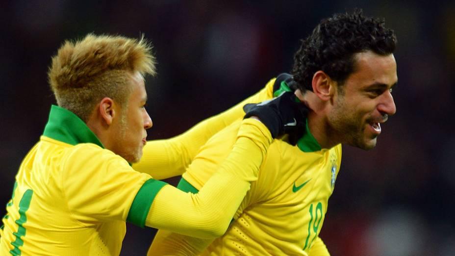 Fred comemora após marcar gol de empate no amistoso entre Brasil e Inglaterra em Wembley