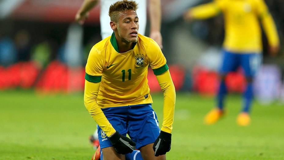Brasil perde para a Inglaterra de 2 a 1 na primeira partida após retorno de Luis Felipe Scolari à seleção em Wembley
