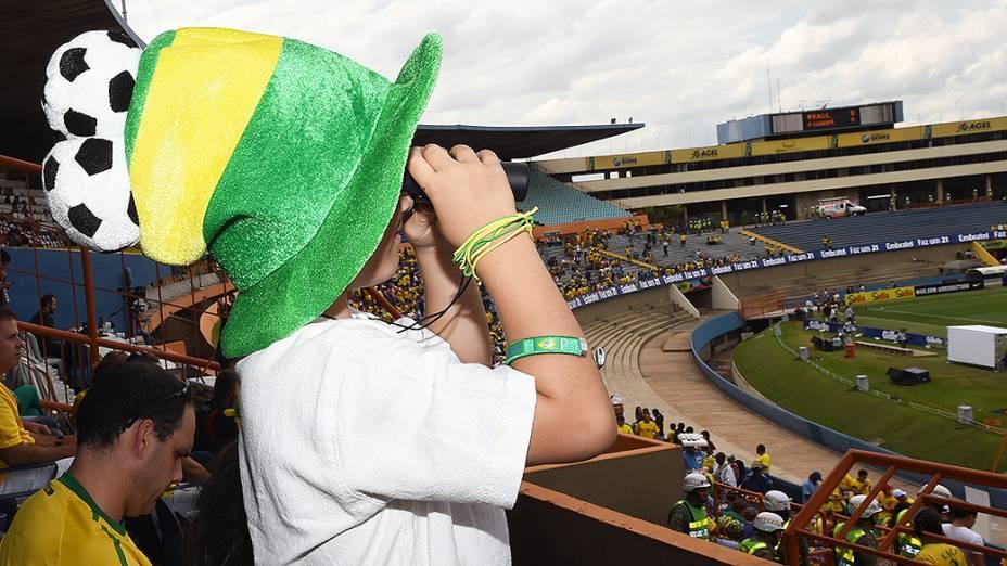 Torcida comparece ao estádio Serra Dourada para o amistoso entre Brasil e Panamá, em preparação para a Copa do Mundo
