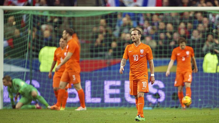 Jogadores holandeses na vitória da França sobre a Holanda por 2 a 0 em amistoso disputado no Stade de France, em St. Denis
