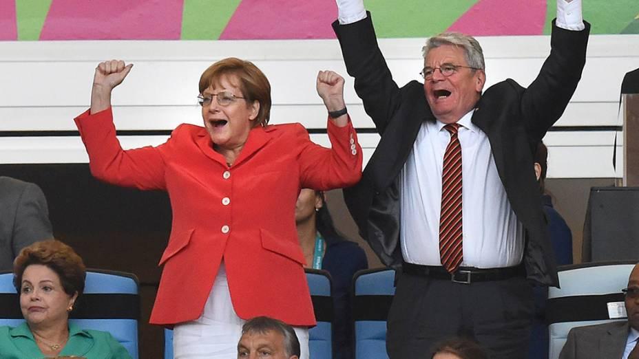 A chanceler Angela Merkel e o presidente da Alemanha Joachim Gauck comemoram o gol da seleção de seu país na final contra a Argentina no Maracanã