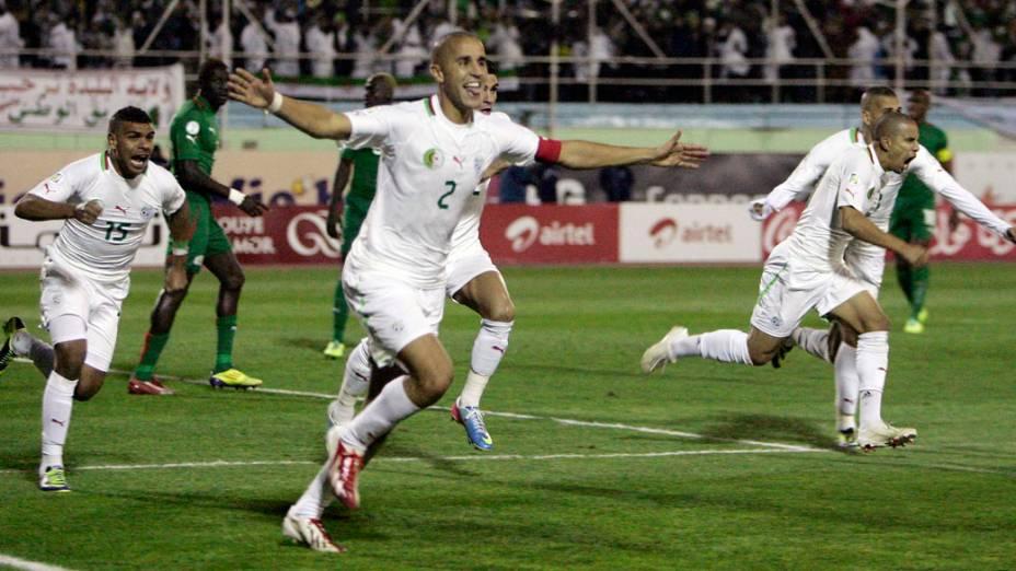 Jogadores da Argélia comemoram a classificação para a Copa do Mundo de 2014